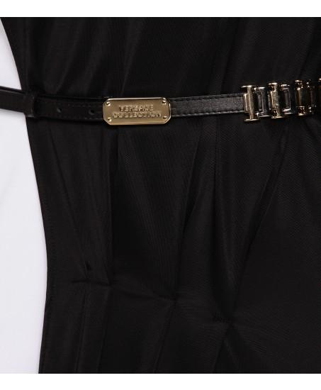 Schwarzes Stretchkleid mit seitlicher Akzentuierung