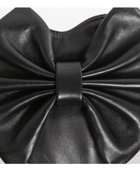 Kleine Leder-Umhängetasche in Herzfom