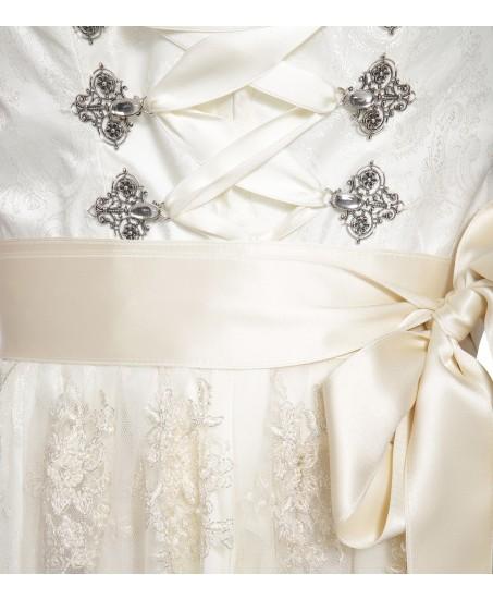 Hochzeitstraum in Crème mit Stehkragen