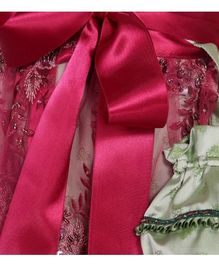 Hellgrünes Dirndl mit pinker Spitzenschürze