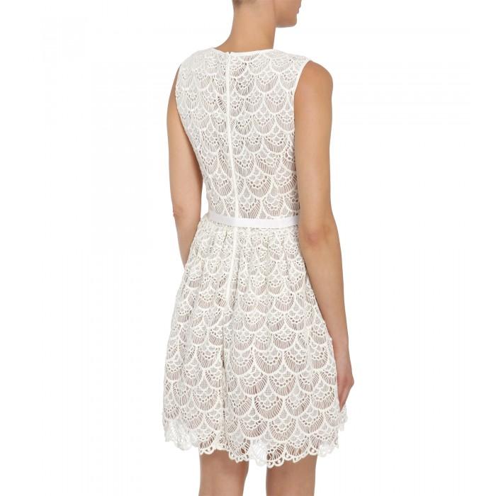 758f5c2a681579 Weißes Kleid aus feiner Spitze