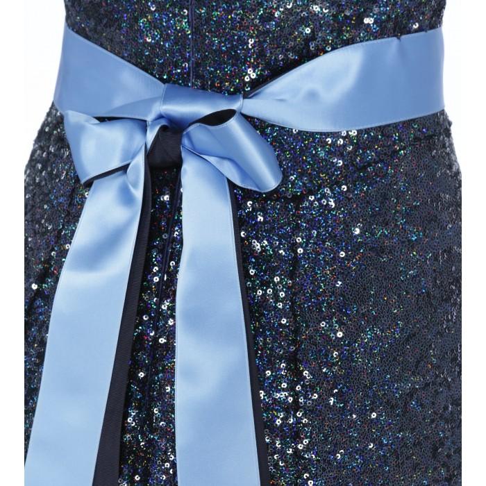 Dunkelblaues Kleid mit Schleife