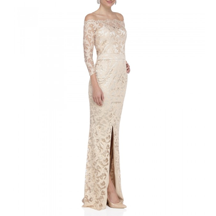 Carmenkleid aus gold-beiger Spitze