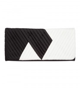Clutch aus Satin mit Drapierung