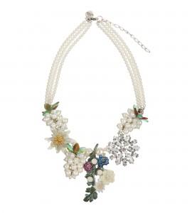 Extravagantes Collier mit Perlen