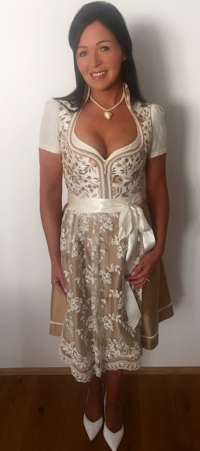 Dirndl in Champagner/Gold