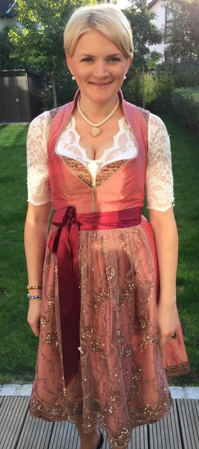 Dirndl Valentina in Apricot aus Reinseide