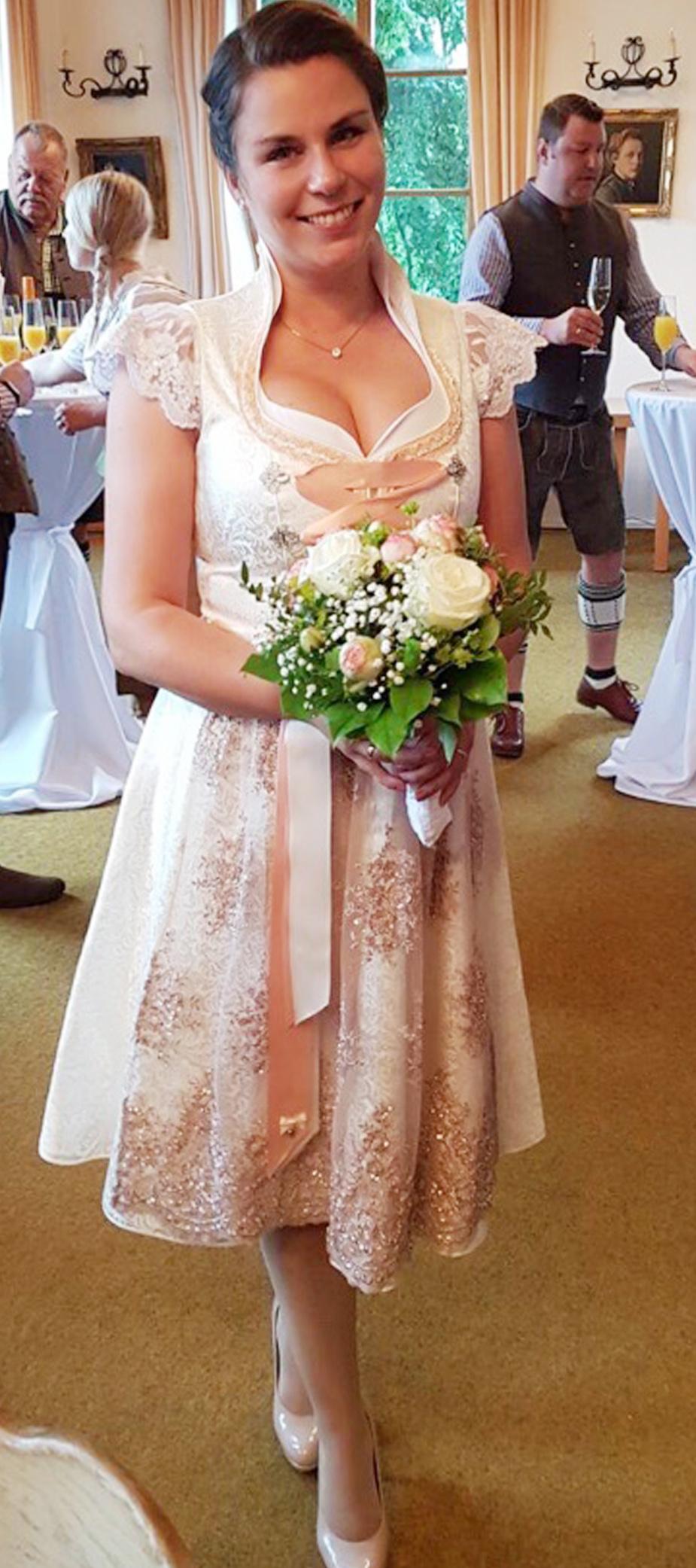 Hochzeitsdirndl Kristina in Weiss/Rosé
