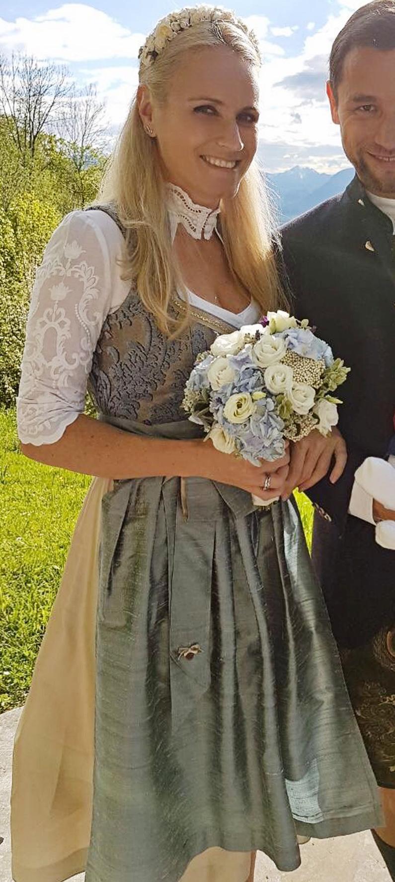 Dirndl Viktoria in Hellblau