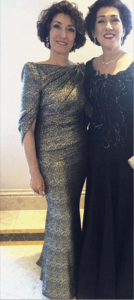 Abendkleid in Gold/Schwarz mit Cape