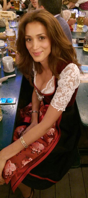 Dirndl Scarlett mit Blumenschürze