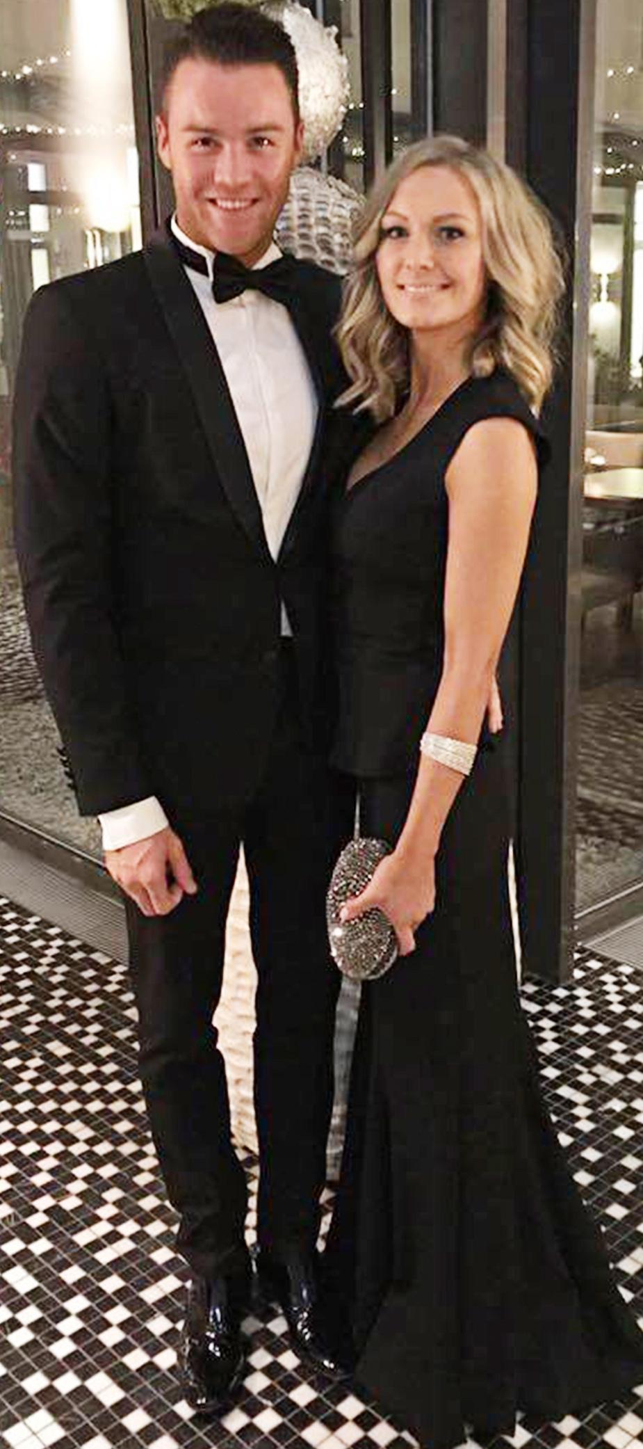 Abendkleid mit Schösschen in Schwarz