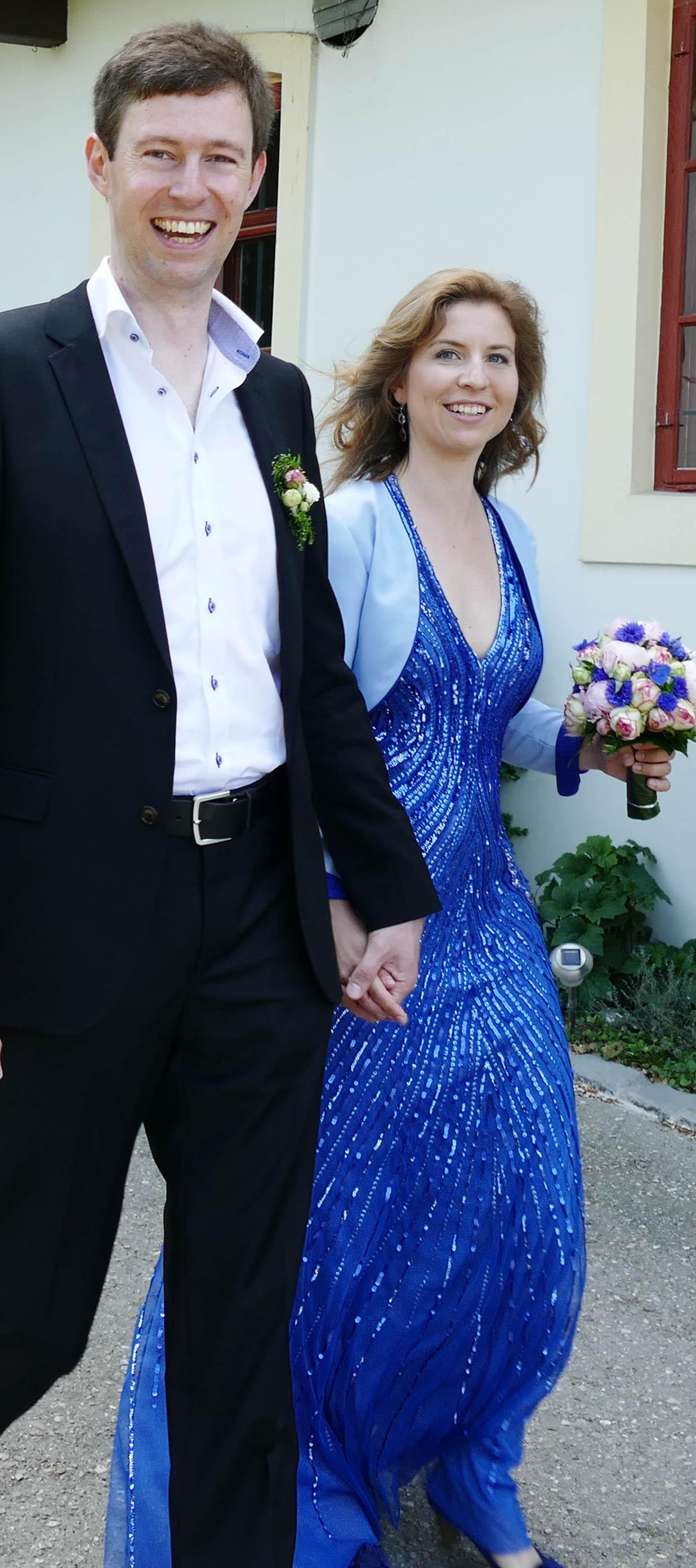 Maxikleid aus Pailletten mit Rückendekolleté in Blau