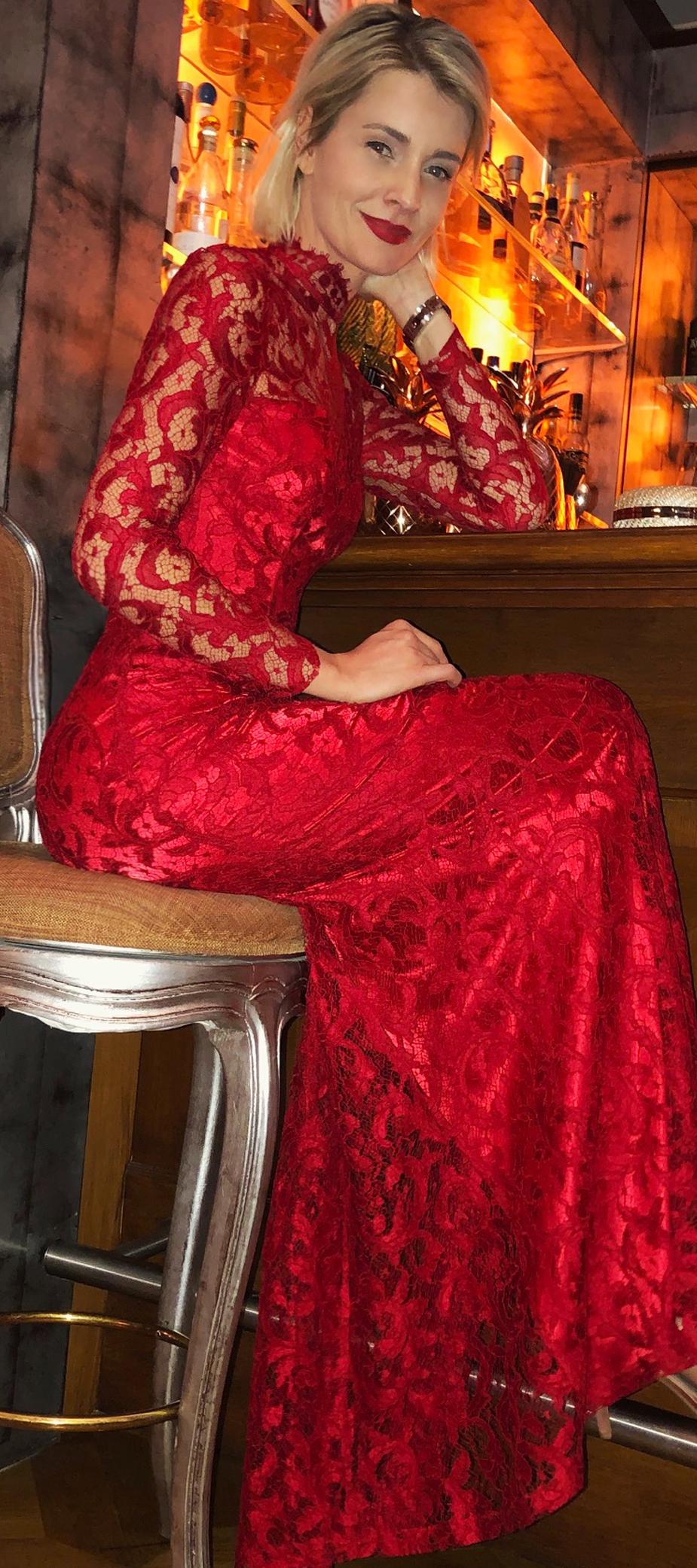 Spitzenkleid in Rot mit Stehkragen