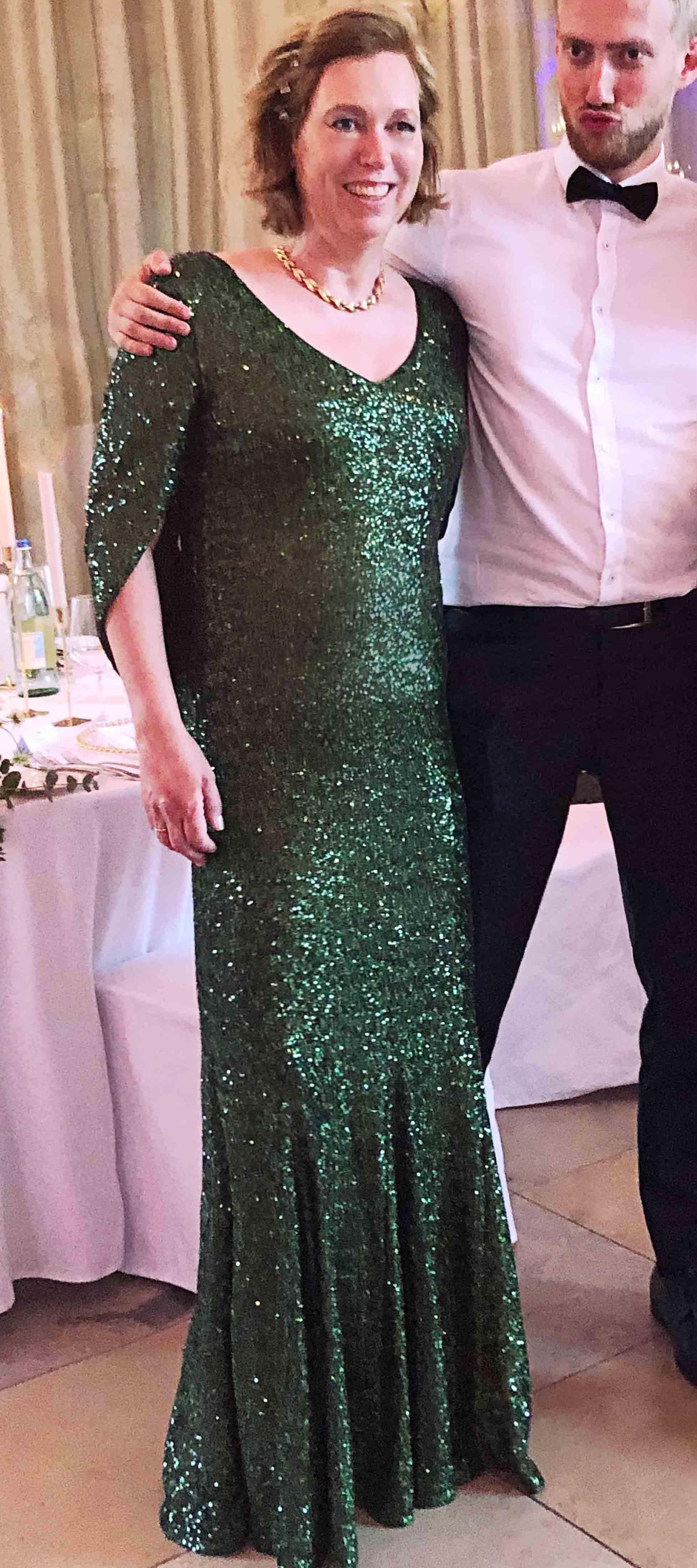Kleid mit Cape in Grün