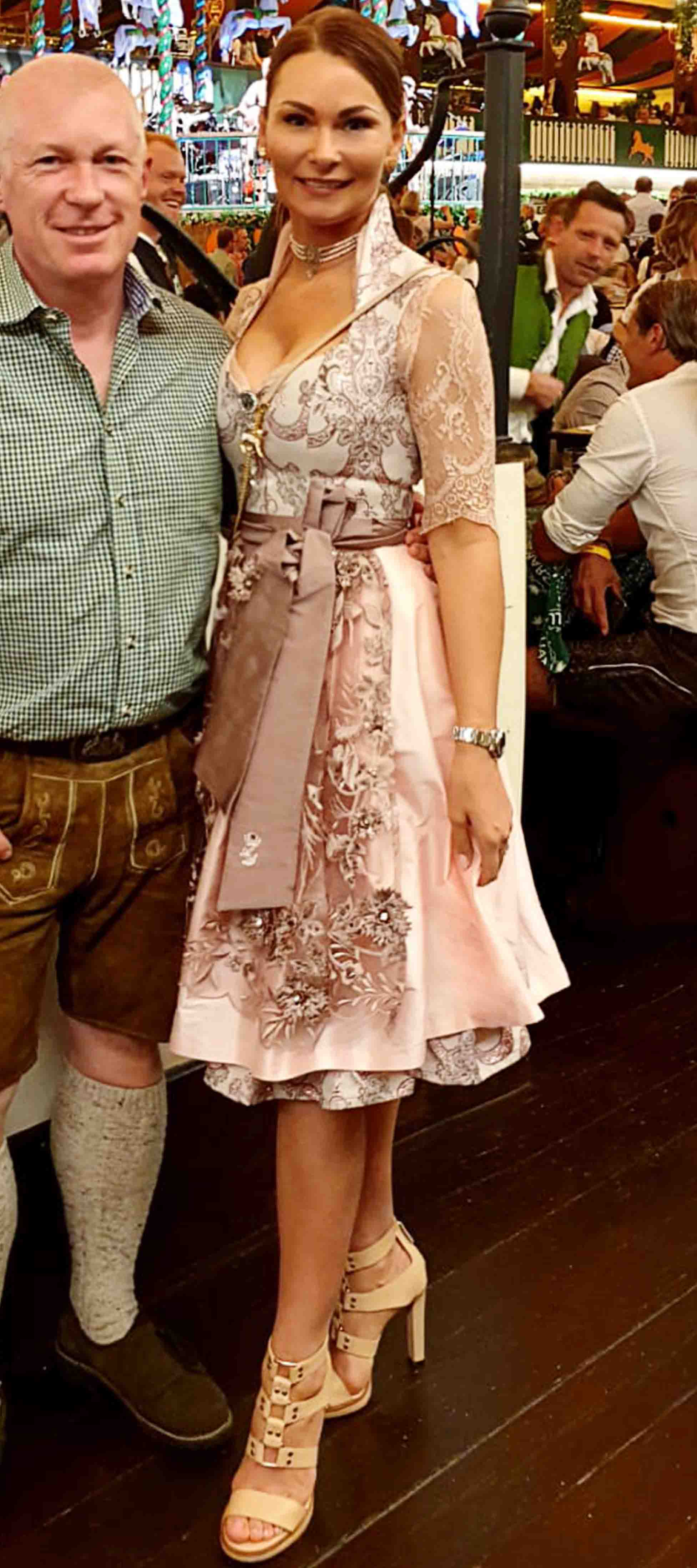 Brokat-Dirndl in Rosé
