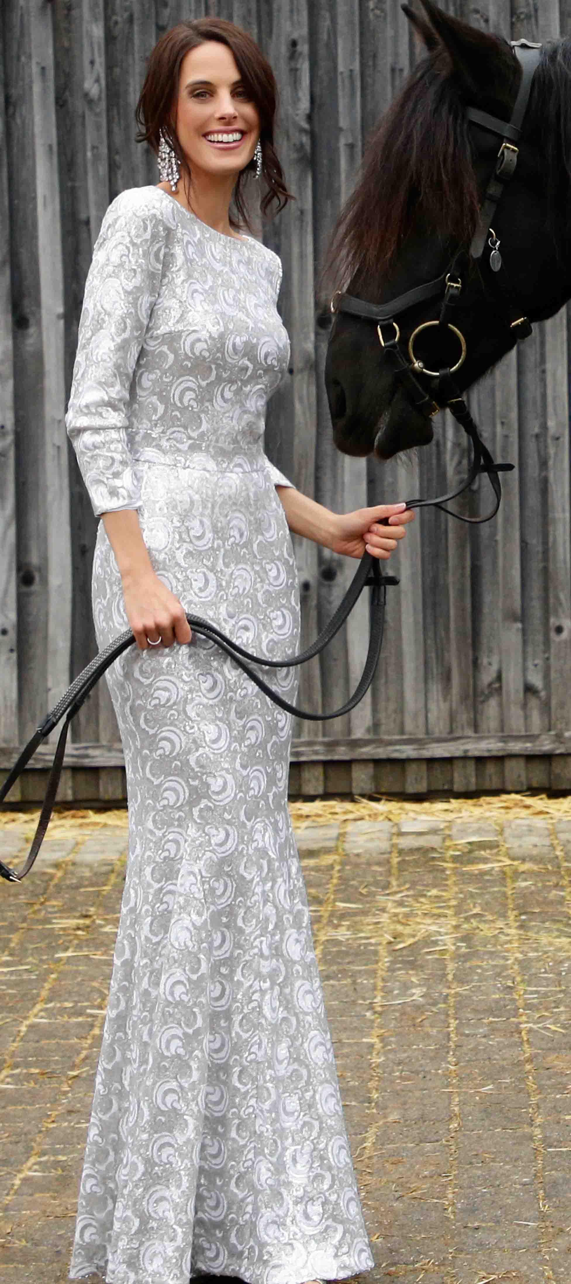 Jenny´s Kleid in Weiss-Silber