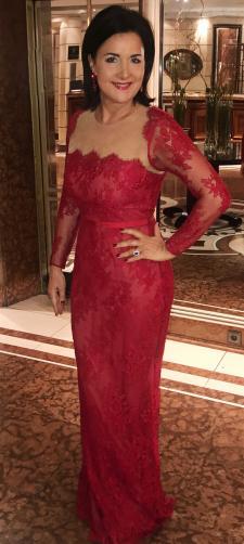 Angelika´s Kleid aus roter Spitze