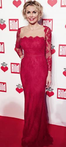 Claudia´s rotes Kleid mit Spitze