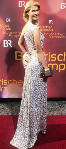 Natascha´s Kleid in Gold-Weiss mit Schleife