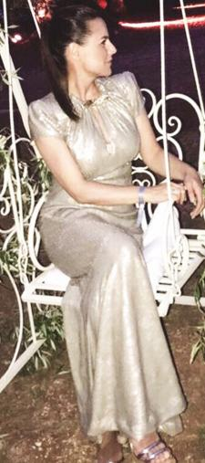 Nikita´s goldenes Kleid