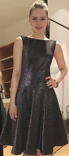 Tessy´s Kleid in Metallic-Optik