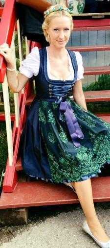 Marie Theres Dirndl mit Spitzenschürze