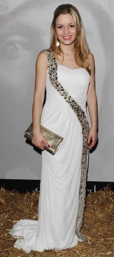 Delia´s Kleid mit Schleppe